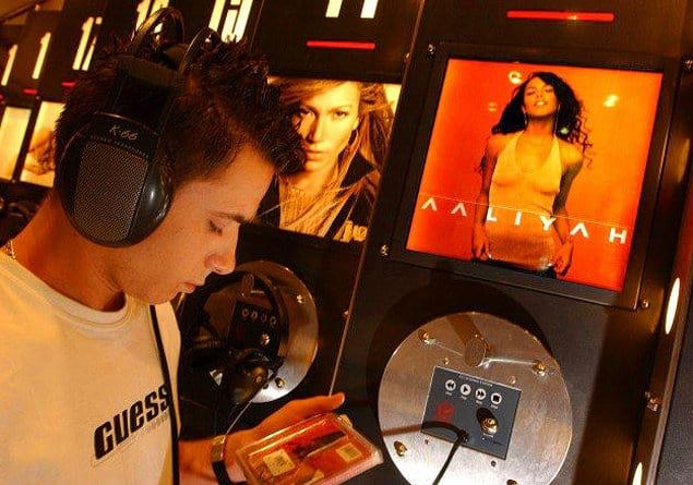 А как мы ходили в музыкальный магазин, чтобы послушать новые альбомы и понять, стоит ли их покупать?!