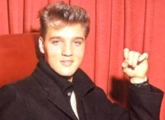 Элвис Пресли от природы был блондином. В черный цвет он перекрасился только в 1957 году