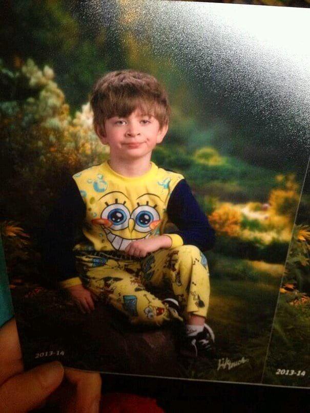 Мама мальчика перепутала пижамный день в детском саду с днем фотографий. Так и появился известный мем