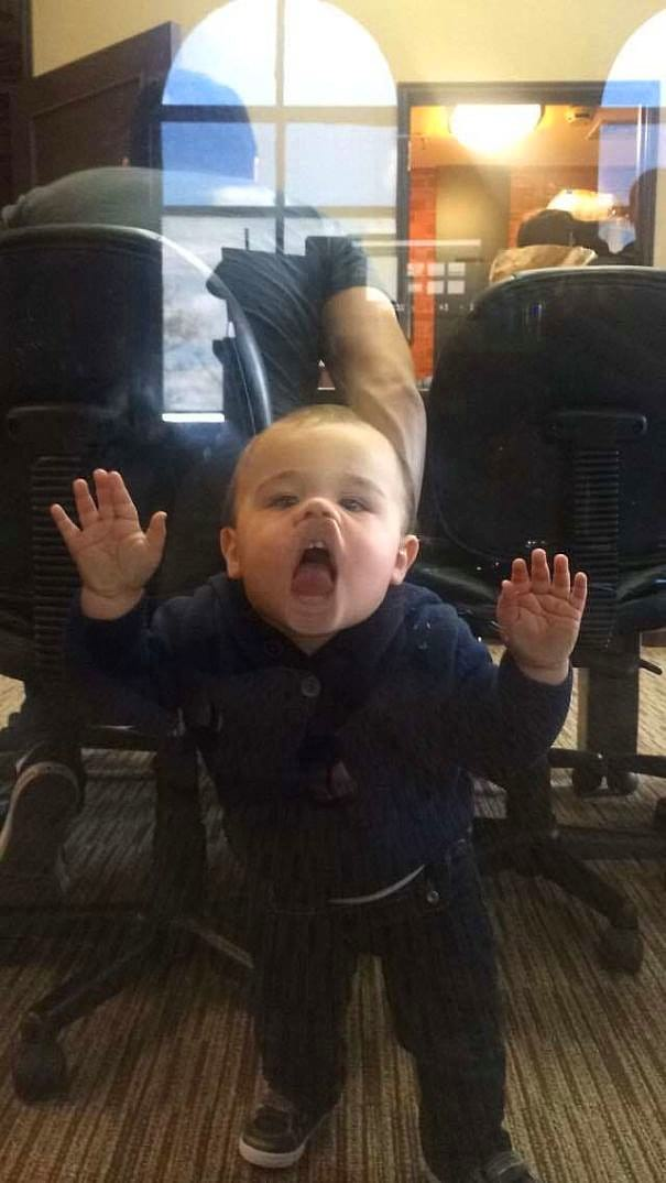 """""""Сегодня мой шеф привел своего сына на работу"""""""