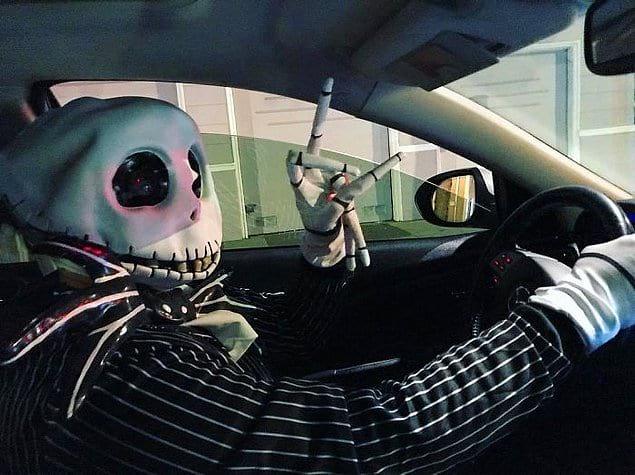Водитель Uber, который очень серьезно относится к Хэллоуину 👻