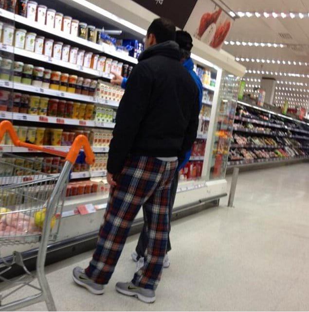 Или штаны от пижамы, человека в которых обычно можно повстречать в продуктовом магазине...