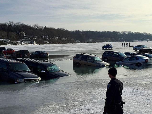 Наглядный пример того, почему лучше никогда-никогда не ездить по льду