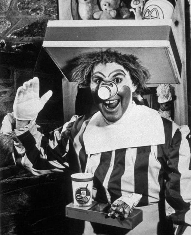 Рональд Макдональд - самый узнаваемый клоун в мире, символ сети быстрого питания Макдональдс