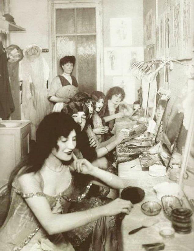 Туалетная комната в Мулен Руж, 1924 год