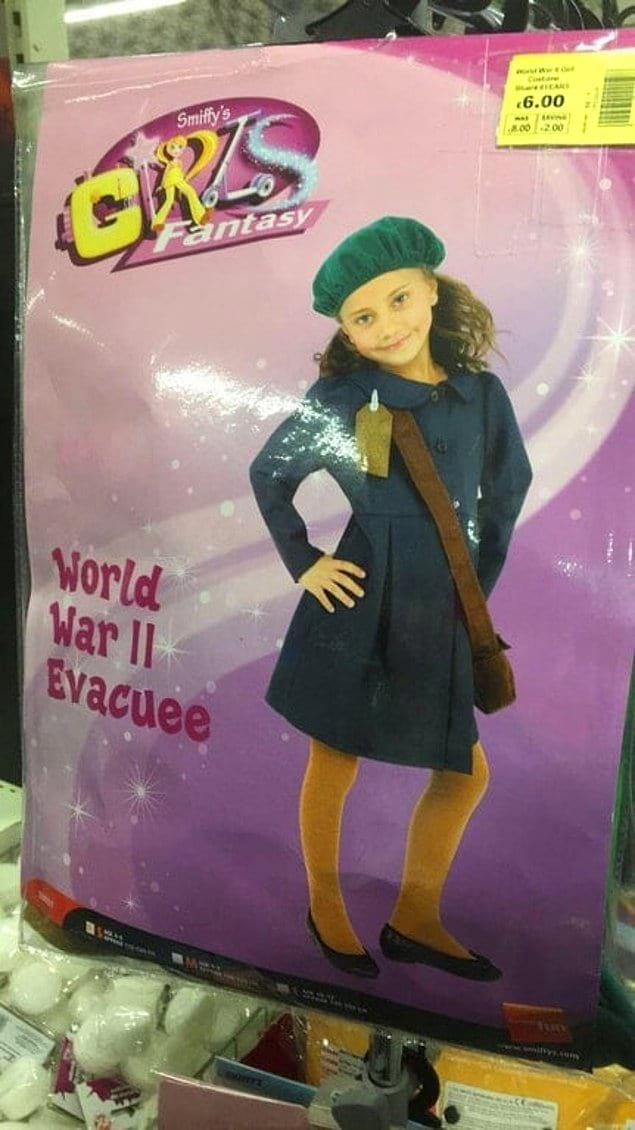 На упаковке написано, что это костюм эвакуированной во Вторую мировую войну девочки. Только один вопрос... ЗАЧЕМ?