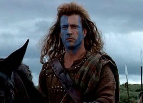 """В """"Храброе сердце"""" на поле боя вообще можно разглядеть автомобиль. А шотландцы 13-го века, оказывается, были ребята не промах и умудрялись путешествовать во времени ;)"""