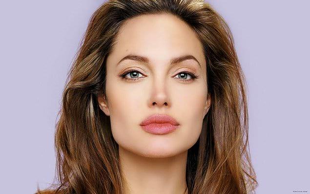 Анджелина Джоли (губы)