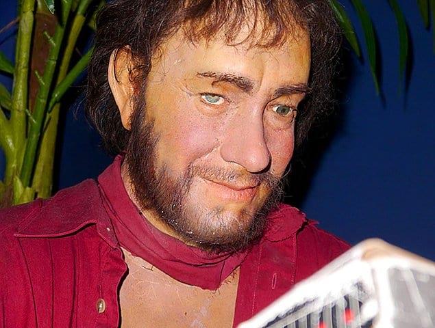 Даже в свои худшие дни Чак Ноланд, персонаж фильма «Изгой», выглядел куда лучше, чем эта восковая копия Тома.