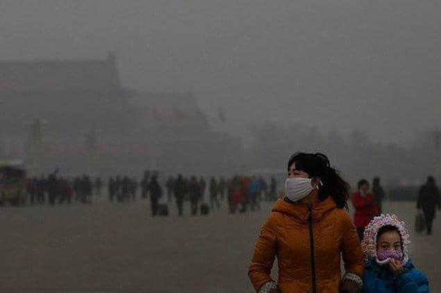 Дышать воздухом Пекина - все равно что выкуривать 21 сигарету в день.