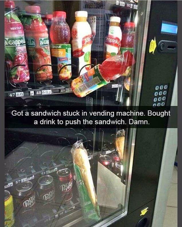 """""""Мой сэндвич застрял в торговом автомате. Я купил напиток, чтобы тот вытолкнул его... И что вы думаете??"""""""