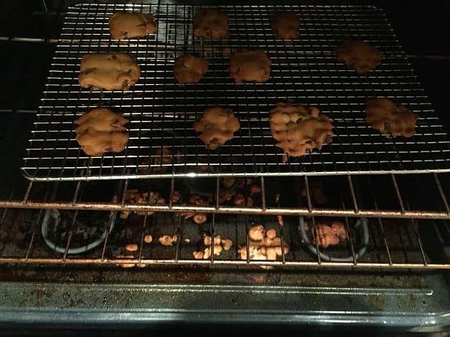 Муж, который решил приготовить печеньки...на решетке
