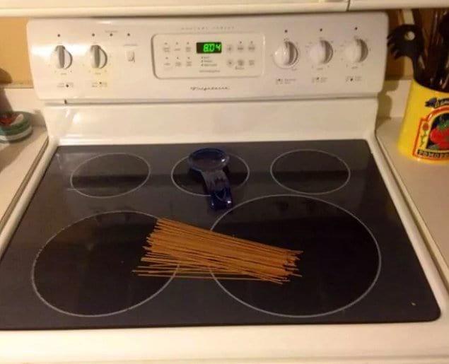 """""""Попросила мужа поставить лапшу на плиту"""""""