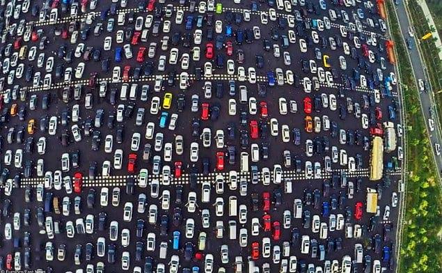 Самая большая пробка в мире произошла в Китае. Она длилась 12 дней и растянулась почти на 100 км.