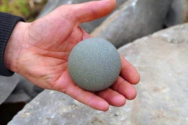 Вы когда-нибудь видели настолько идеально ровный круглый камень? Да он же будто создан для игры в теннис!