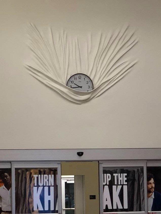 """""""Ааа, кто-нибудь ловите часы! Они же падают!"""""""