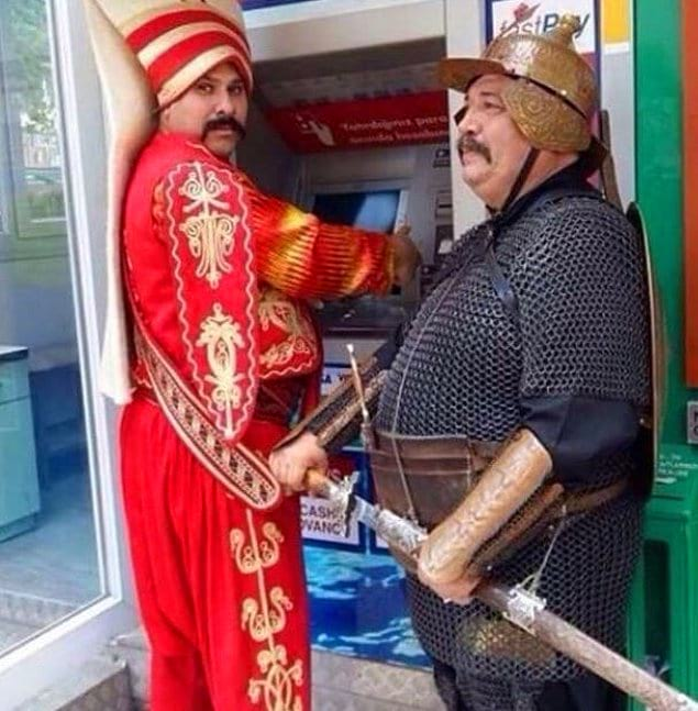 Ай-ай-ай, не султанское это дело - по банкоматам ходить