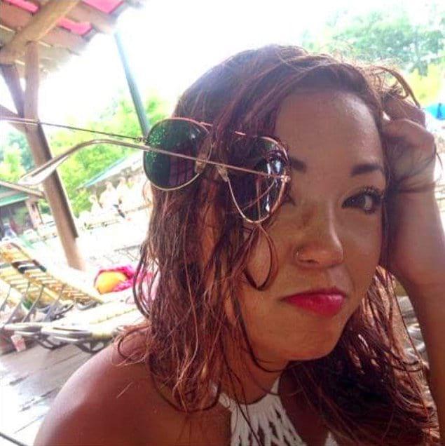 Каждой девушке знакома проблема запутывая солнцезащитных очков в волосах...