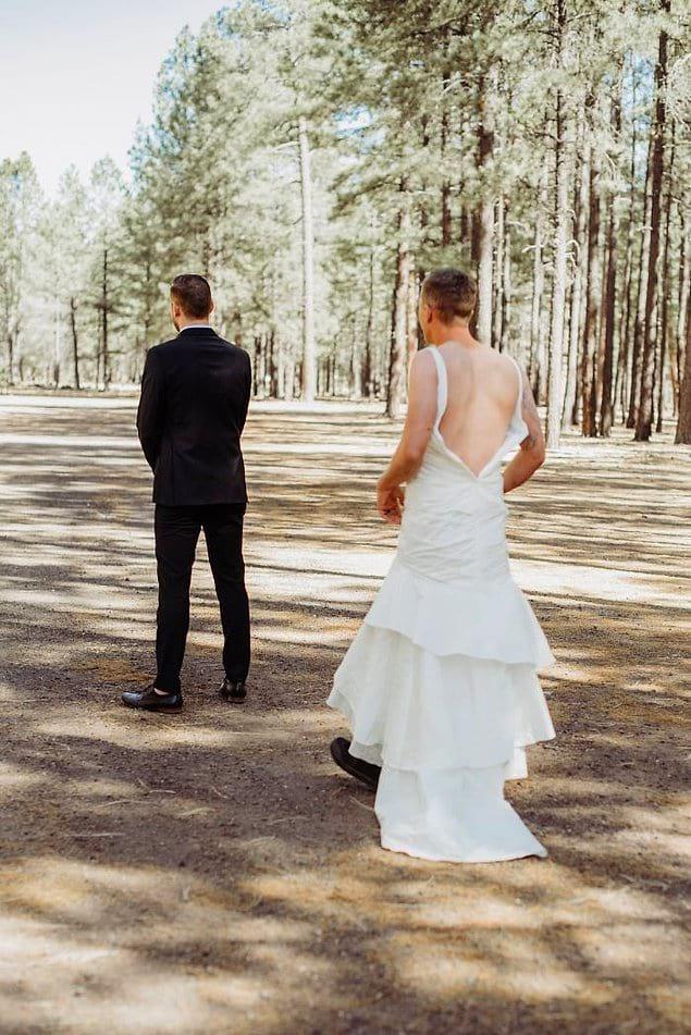 """И вот новоявленная """"невеста"""" впервые появляется перед женихом"""