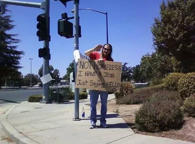 «Я не бездомный, и у меня есть работа. Я просто хотел сказать «Привет» 👋