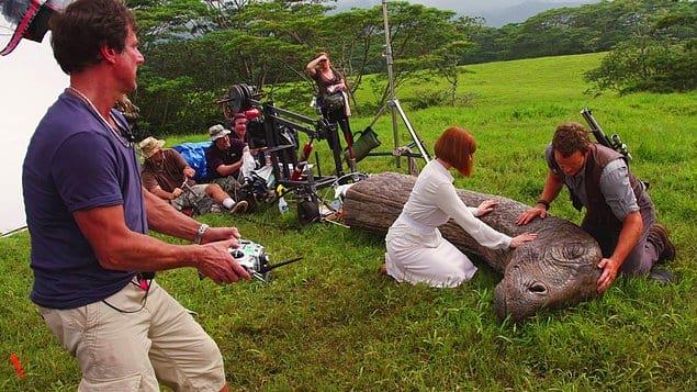 Брайс Даллас Ховард и Крис Прэтт репетируют сцену для «Мира Юрского периода», 2015 год.