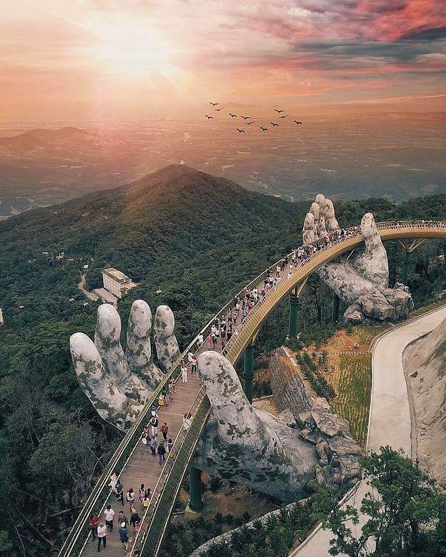 Для посещения местных и туристов мост был открыт в июне этого года.
