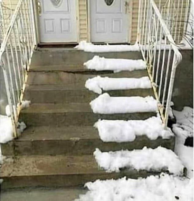 Экономный сосед, который не собирается бесплатно чистить от снега вашу часть лестницы. Даже если это займет 5 минут. Еще чего!