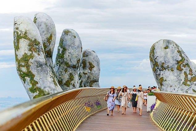 Элегантные изгибы придают мосту дополнительный шарм.