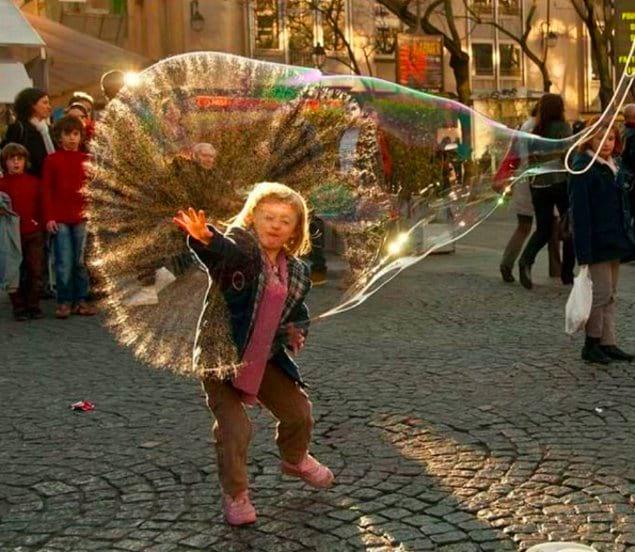 Ещё секунда и этот пузырь лопнет...