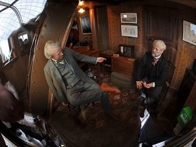 Известно, что Густав Эйфель пользовался этой комнаткой единолично и ни за какие деньги не разрешал снимать её даже на одну ночь (а деньги ему предлагали хорошие).