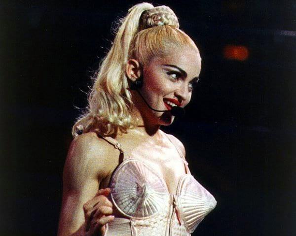 Мадонна обучалась танцам в одном из университетов Мичигана, но после второго курса бросила все и переехала в Нью-Йорк.