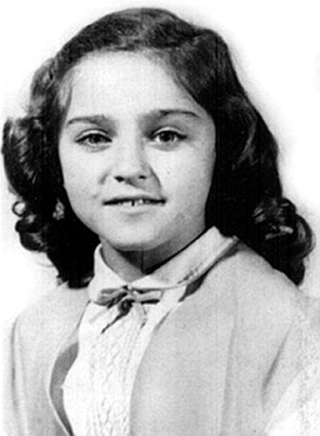 Настоящее имя звезды - Мадонна Луиза Чикконе.