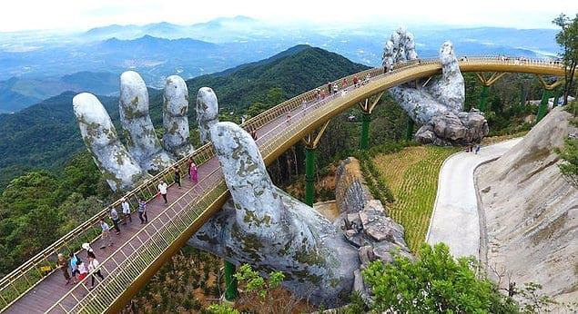 Недавно поблизости от прибрежного города Дананг во Вьетнаме открыли новый мост, который моментально покорил всех своим элегантным дизайном.