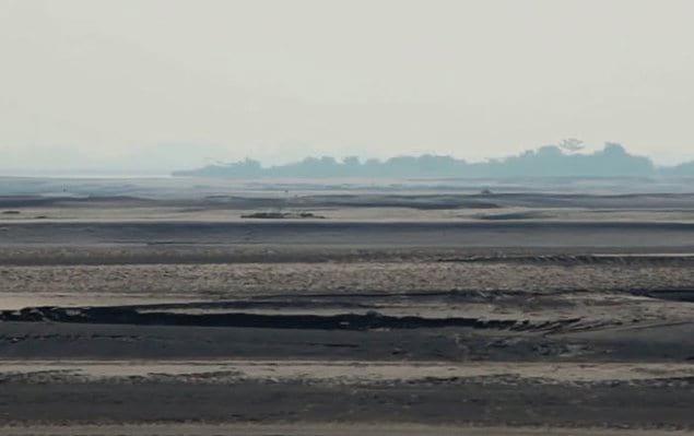 Однако остров находится под постоянной угрозой из-за обширной эрозии почв на его берегах.