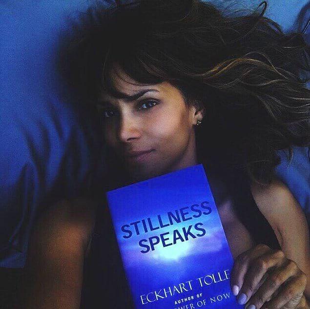 Она также находит время для чтения, благодаря чему ей удаётся расслаблять свой разум.