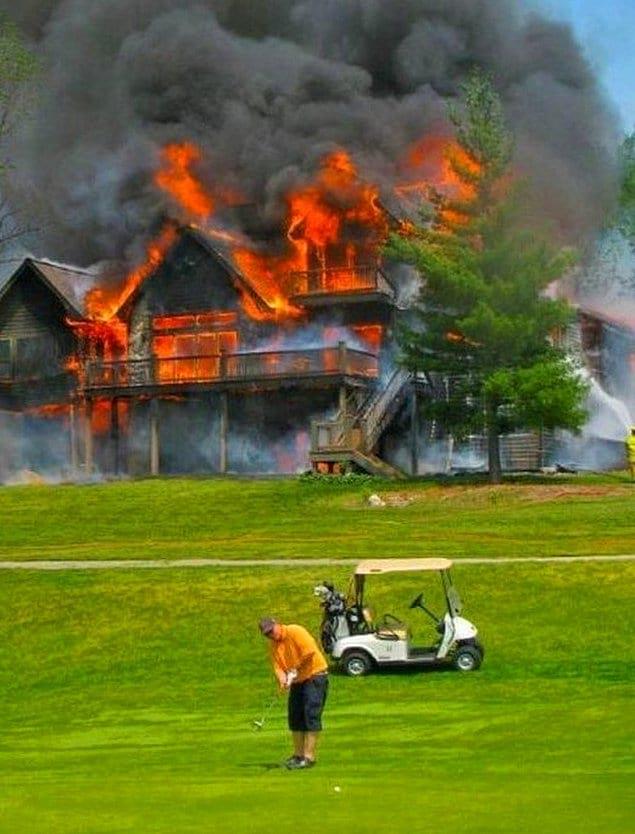 Отвлекаться от любимого гольфа из-за пожара? Ну вот еще!