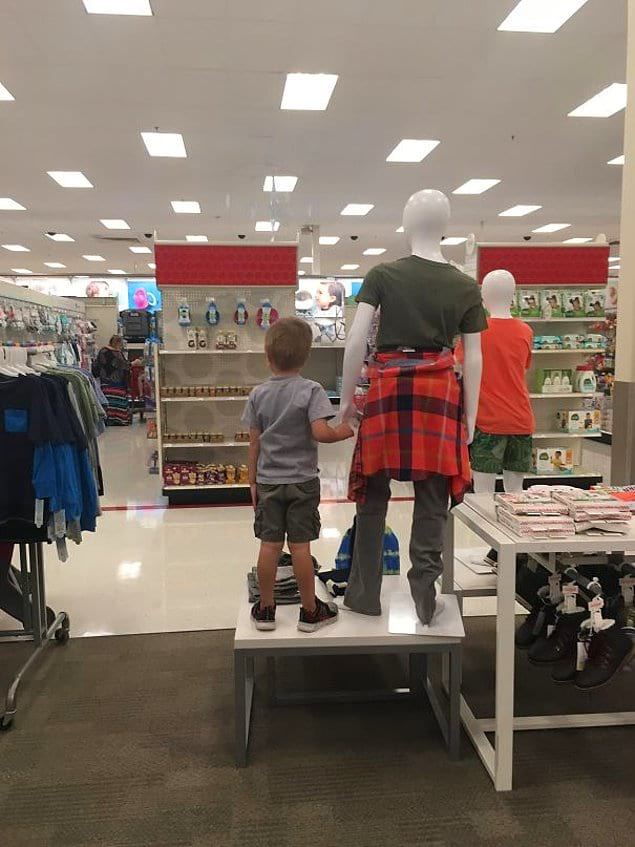 """""""Потерял ребенка в супермаркете. Нашел его у манекена"""""""