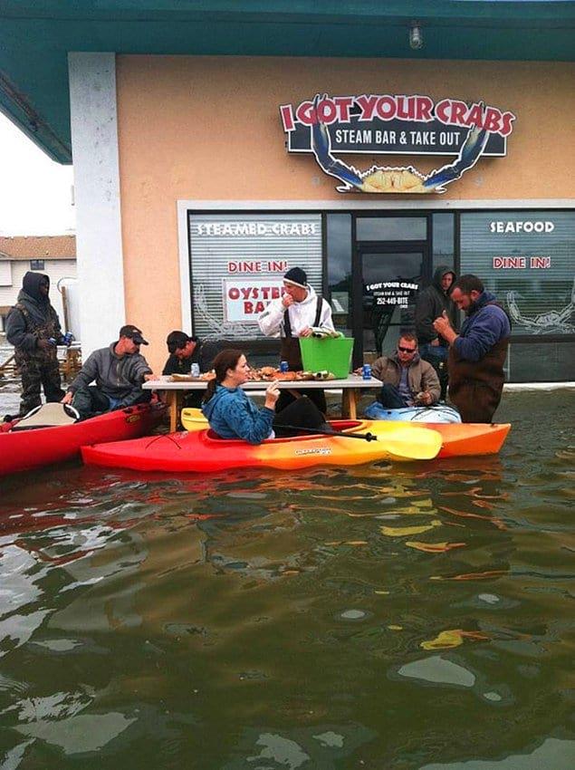 Потоп потопом, а обед по расписанию