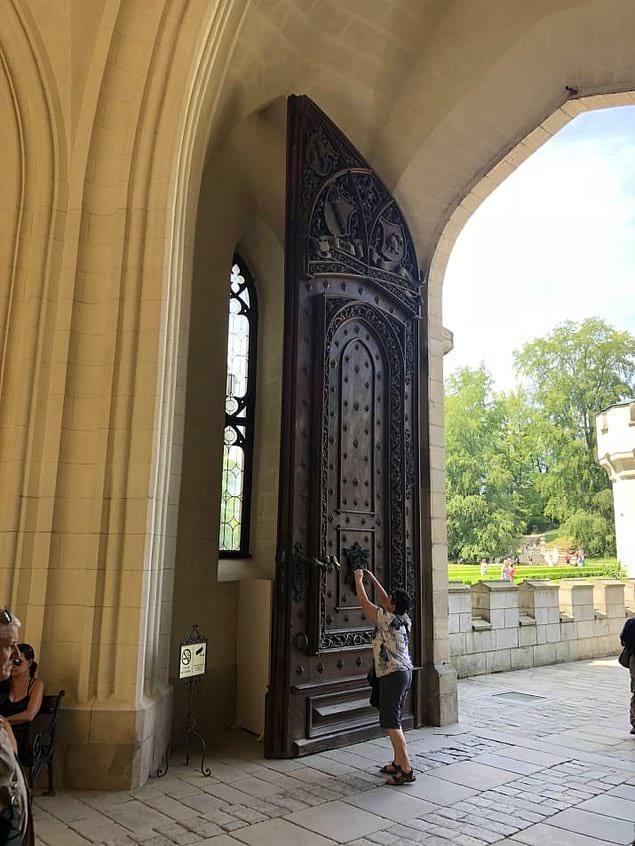 Размер двери поражает воображение...