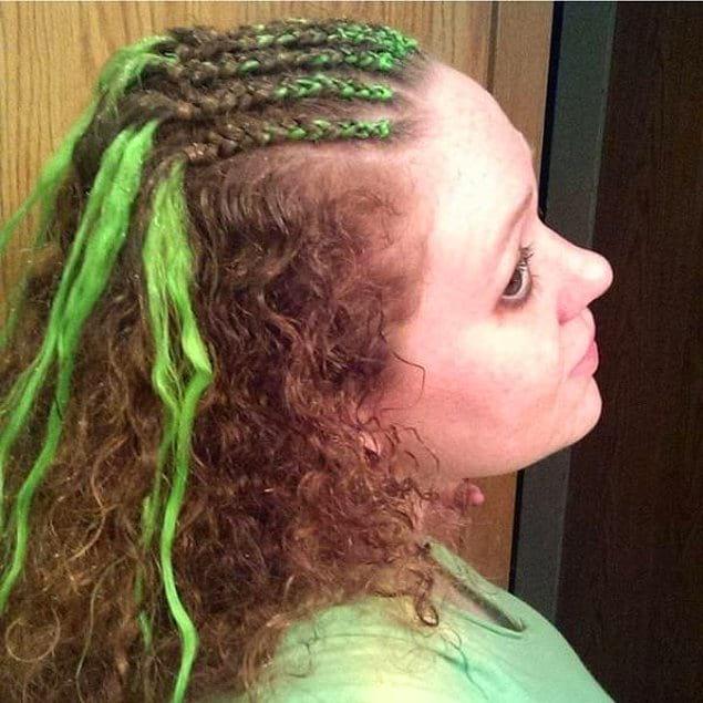 Такое чувство, будто просто зеленую краску на волосы вылили