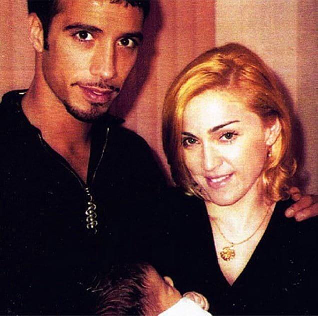 В 1996 году Мадонна родила дочку Лурдес Марию Карлоса Леона.