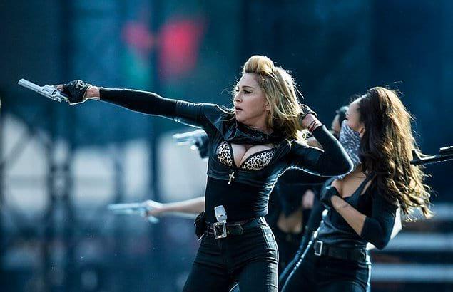 В первой пятерке британского хит-парада побывало 46 песен Мадонны. Больше было только у Элвиса Пресли.