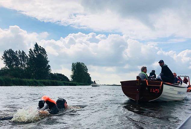 В процессе заплыва спортмен почувствовал недомогание и не смог продолжать заплыв: вода в нидерландских каналах оказалась слишком загрязненной.