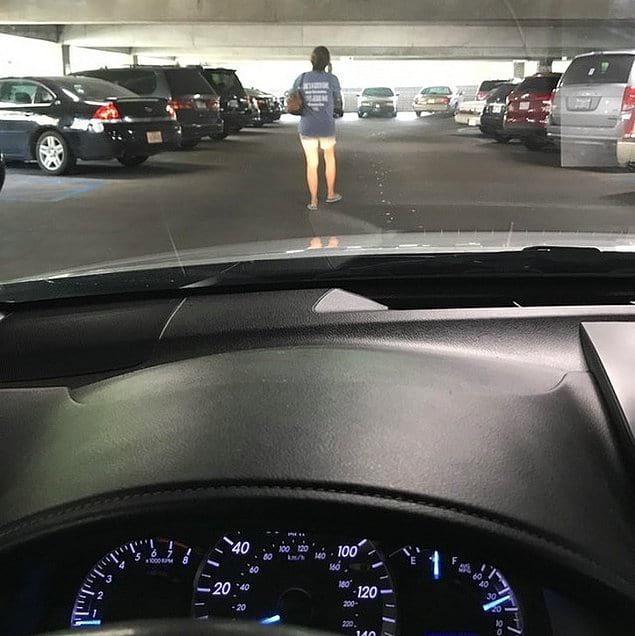 Вот такие пешеходы тоже не укрепляют нервы. Ну отойди ты с дороги!