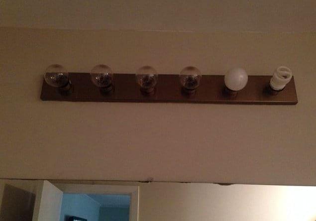Чей-то парень добавил светильнику немного креативности.