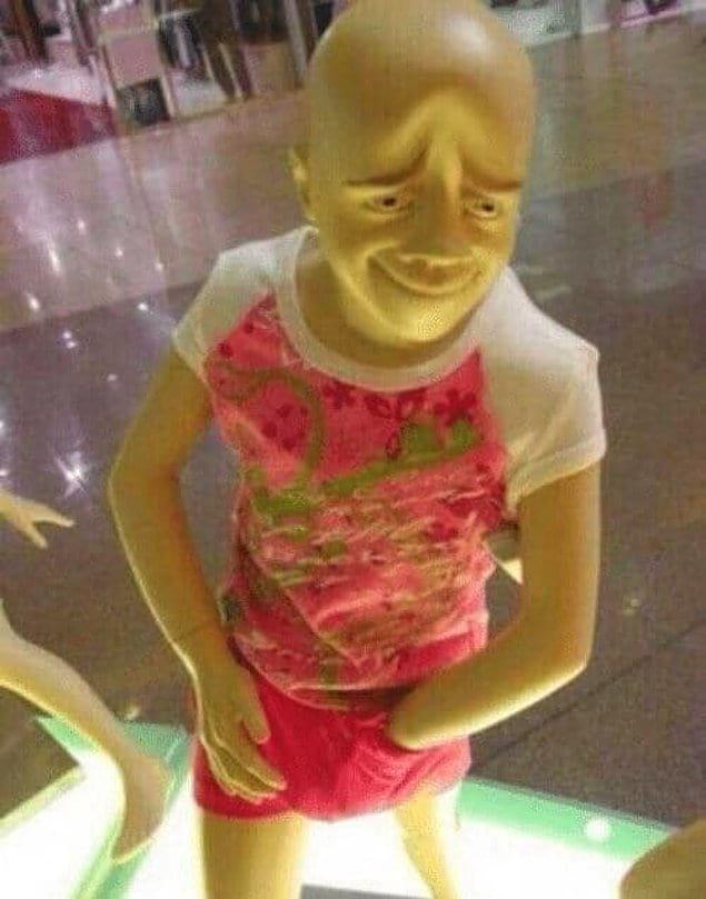 Что бы вы почувствовали, столкнувшись в магазине лицом к лицу с таким манекеном?