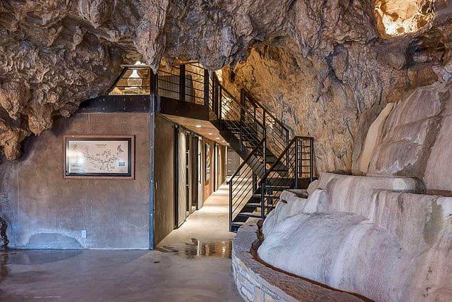 Чтобы превратить пещеру в укрытие, он потратил 2 миллиона долларов.