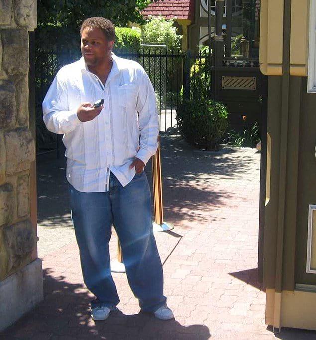 Друг Брауна одолжил ему весы, и Энтони решил взвеситься.