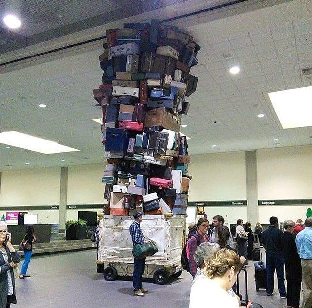 Грузчики багажа явно были большими любителями Дженги