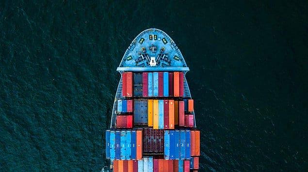 Грузовой корабль в пути.